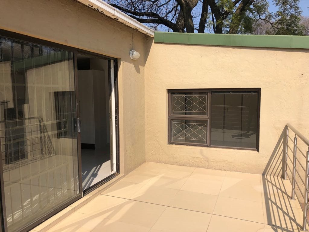 Property and Houses to rent in Parkmore, House, 1 Bedrooms - ZAR ,  8,50*,M