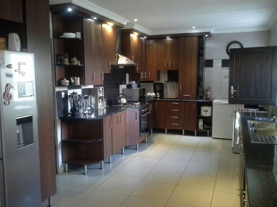 Three Rivers East property for sale. Ref No: 13273776. Picture no 2