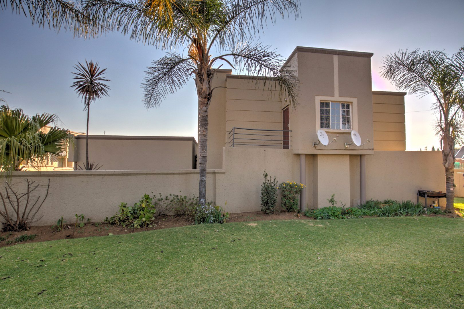 Oakdene property for sale. Ref No: 13512402. Picture no 1