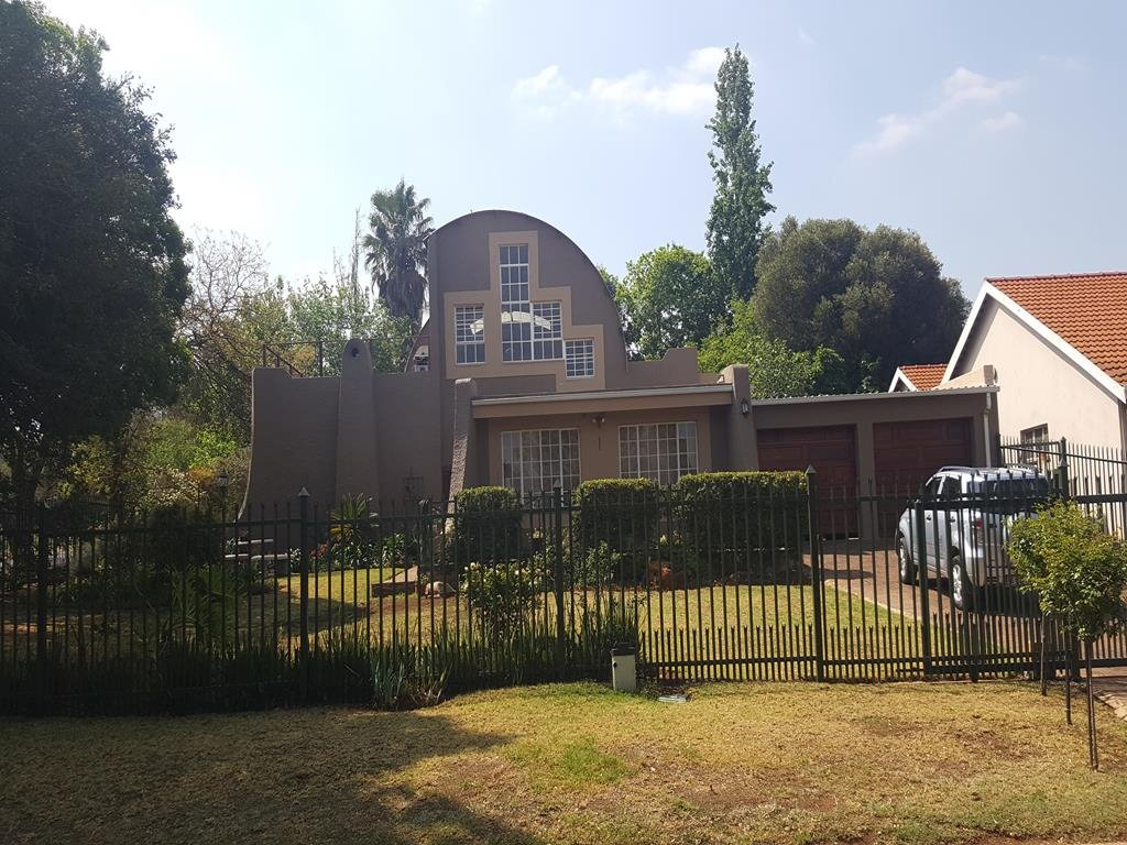 Clubview property for sale. Ref No: 13389785. Picture no 1
