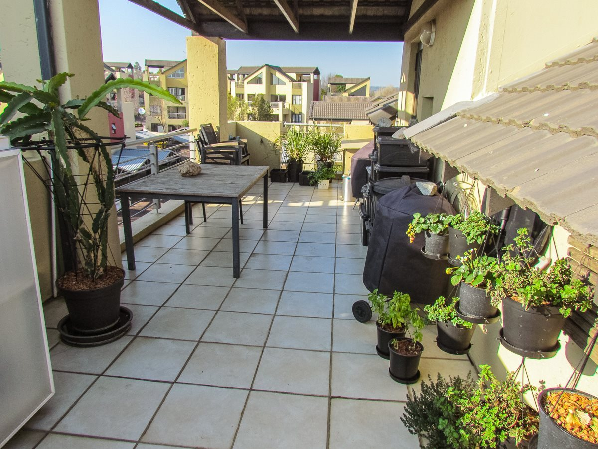 Sandton, Douglasdale Property  | Houses For Sale Douglasdale, Douglasdale, Apartment 2 bedrooms property for sale Price:1,075,000