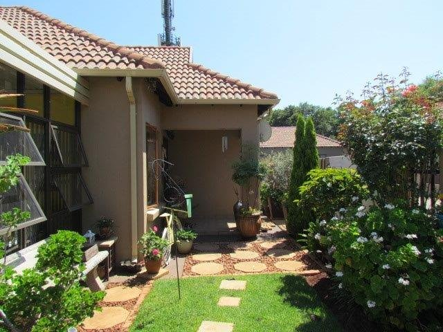 Property and Houses for sale in Rietvalleirand, House, 3 Bedrooms - ZAR 1,625,000