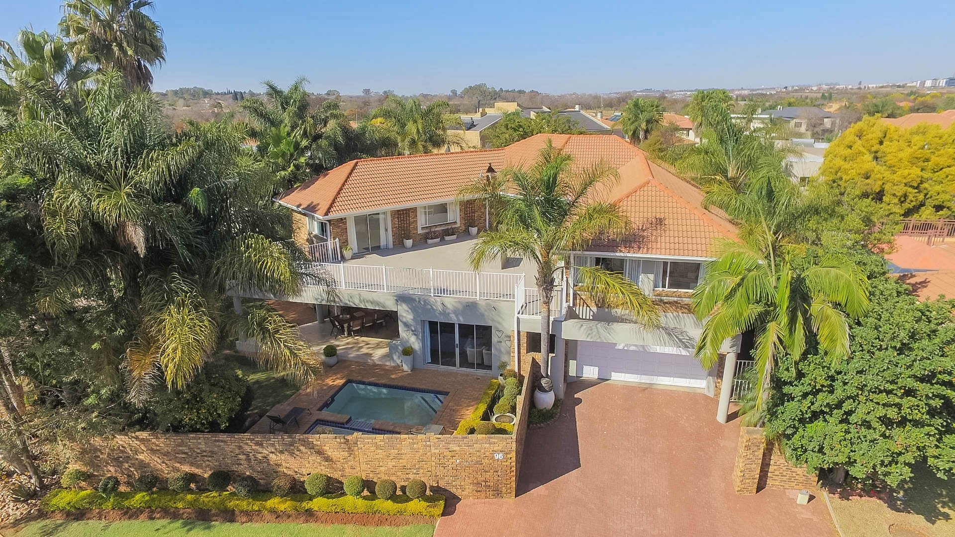Property and Houses for sale in Centurion Golf Estate, House, 5 Bedrooms - ZAR 5,850,000