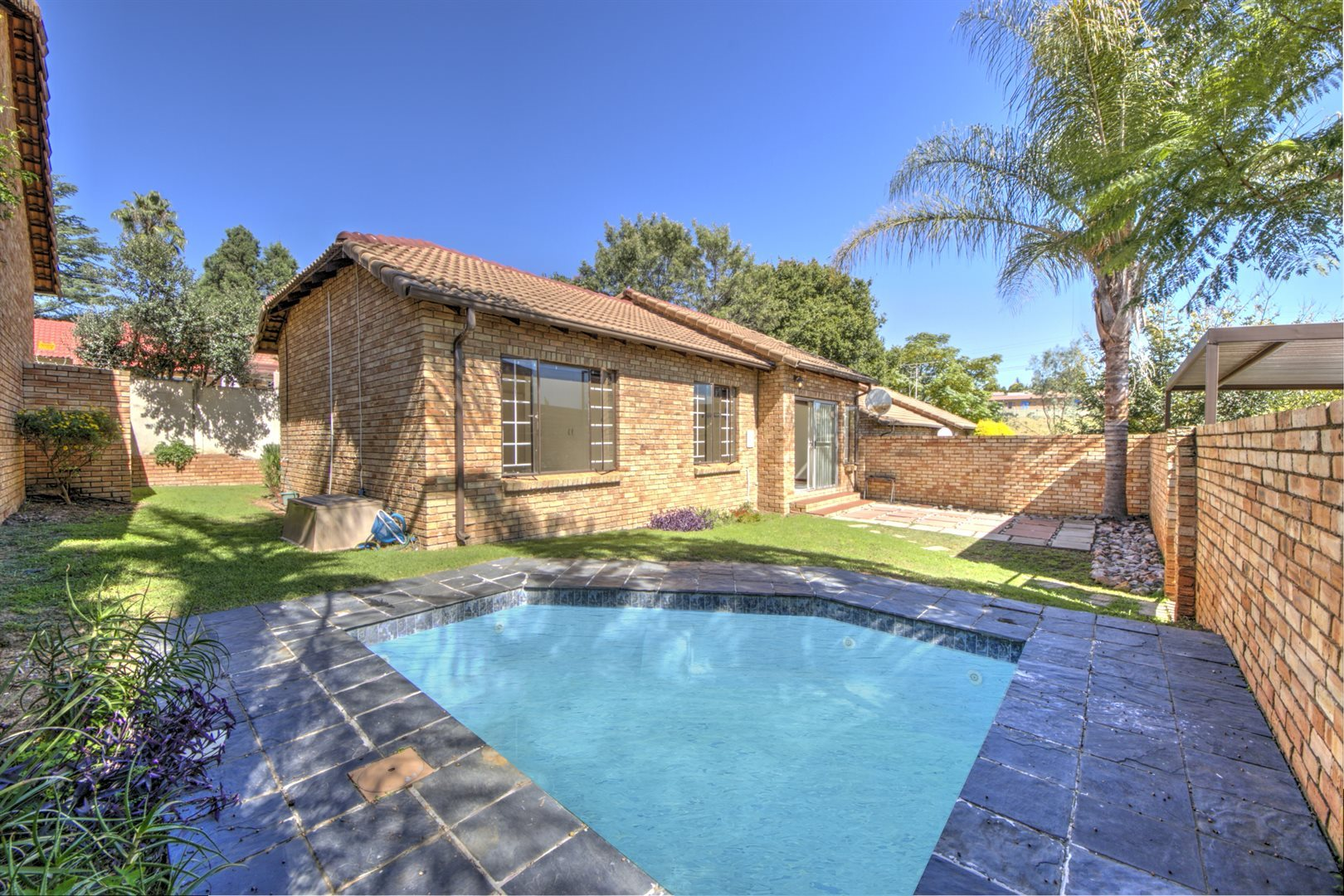 Property and Houses for sale in Jukskei Park, Townhouse, 3 Bedrooms - ZAR 1,000,000