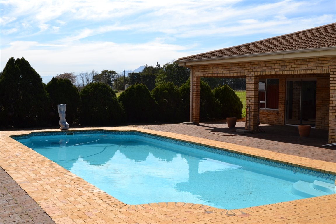 Paarl property for sale. Ref No: 13379607. Picture no 3