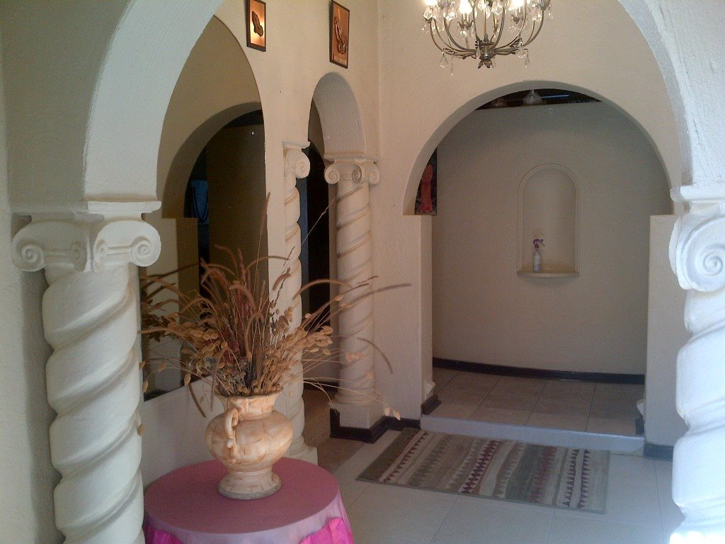 Rolfe House Foyer : House for sale in shelly beach bedroom