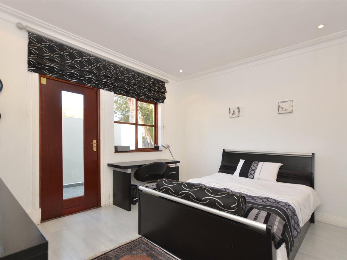 Houghton Estate property for sale. Ref No: 13376116. Picture no 14