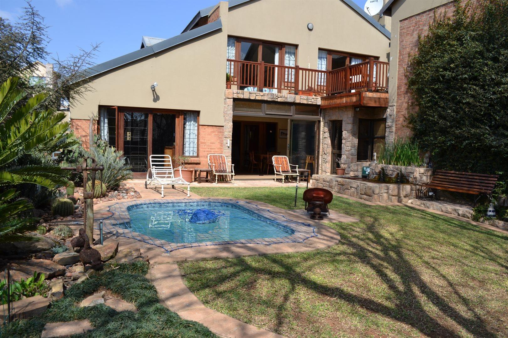 Property and Houses for sale in Rietvlei Heights Country Estate, House, 4 Bedrooms - ZAR 3,299,000