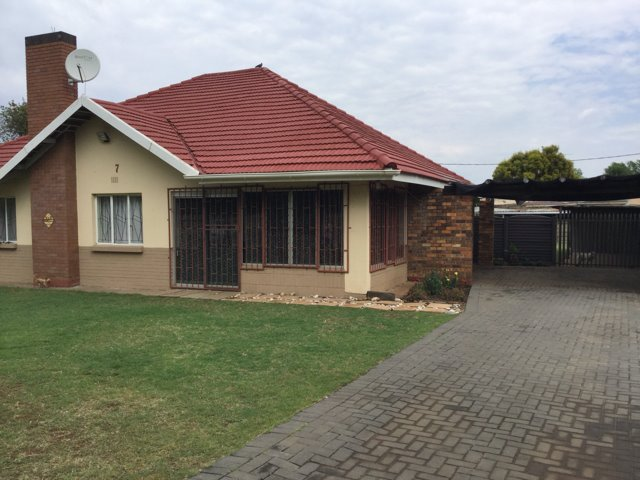 Three Rivers property for sale. Ref No: 13403355. Picture no 1