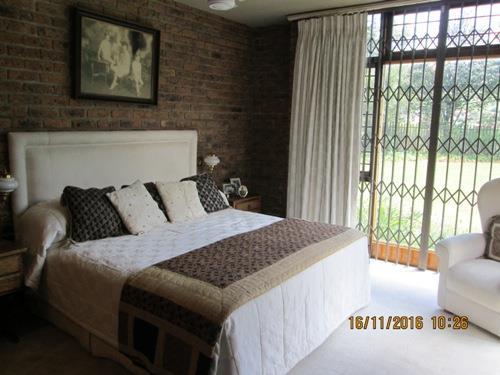 Glenvista property for sale. Ref No: 13525322. Picture no 11