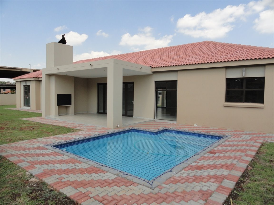 Willow Acres Estate property for sale. Ref No: 13467840. Picture no 23