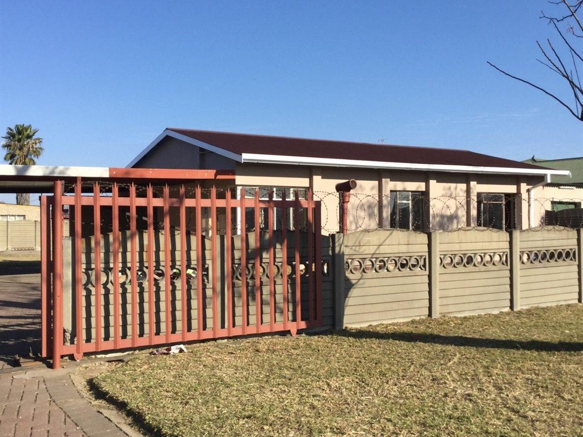Leeuhof property for sale. Ref No: 13358780. Picture no 4