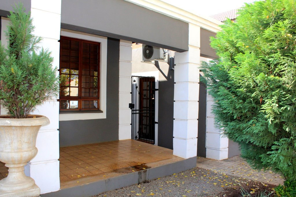 Potchefstroom property for sale. Ref No: 13394112. Picture no 2