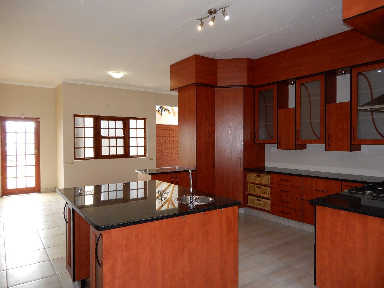 Eldo View property for sale. Ref No: 13571784. Picture no 7