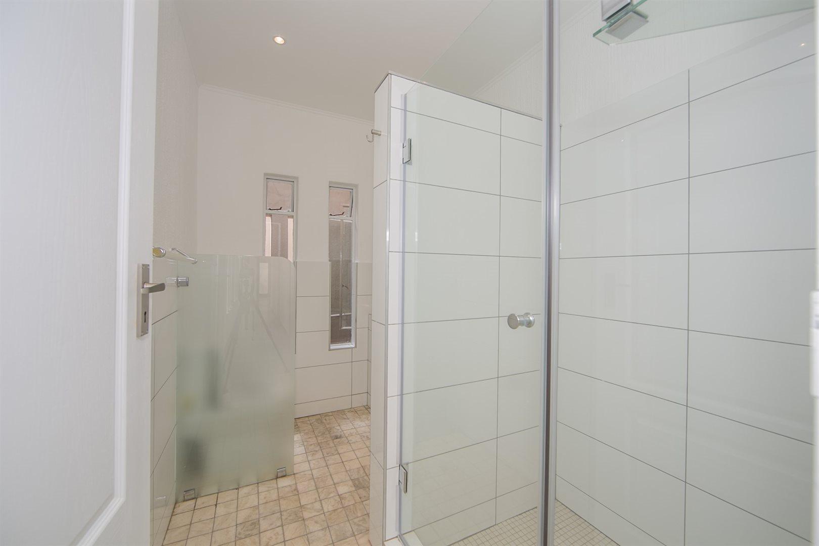 Fourways property to rent. Ref No: 13541041. Picture no 15