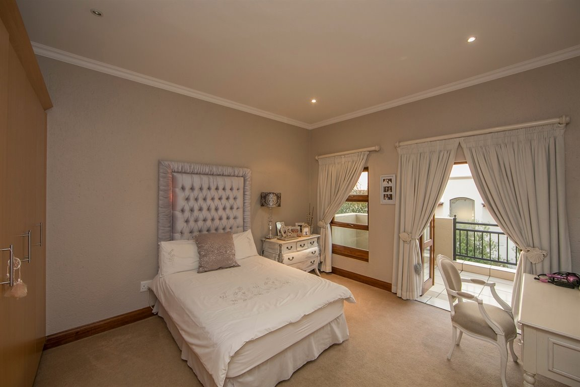 Fourways property for sale. Ref No: 13401727. Picture no 13