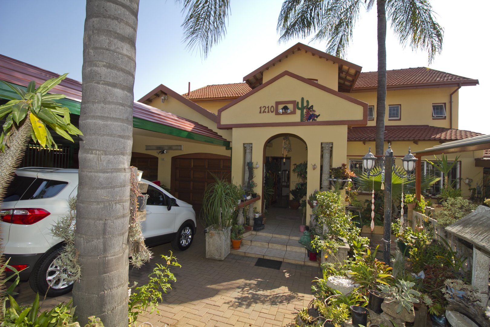 , House, 8 Bedrooms - ZAR 3,500,000