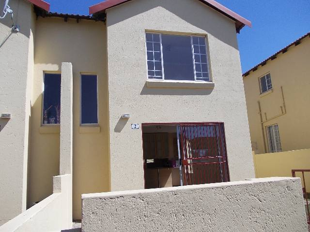 Property to Rent by Magda Uys, Townhouse, 2 Bedrooms - ZAR ,  6,00*,M