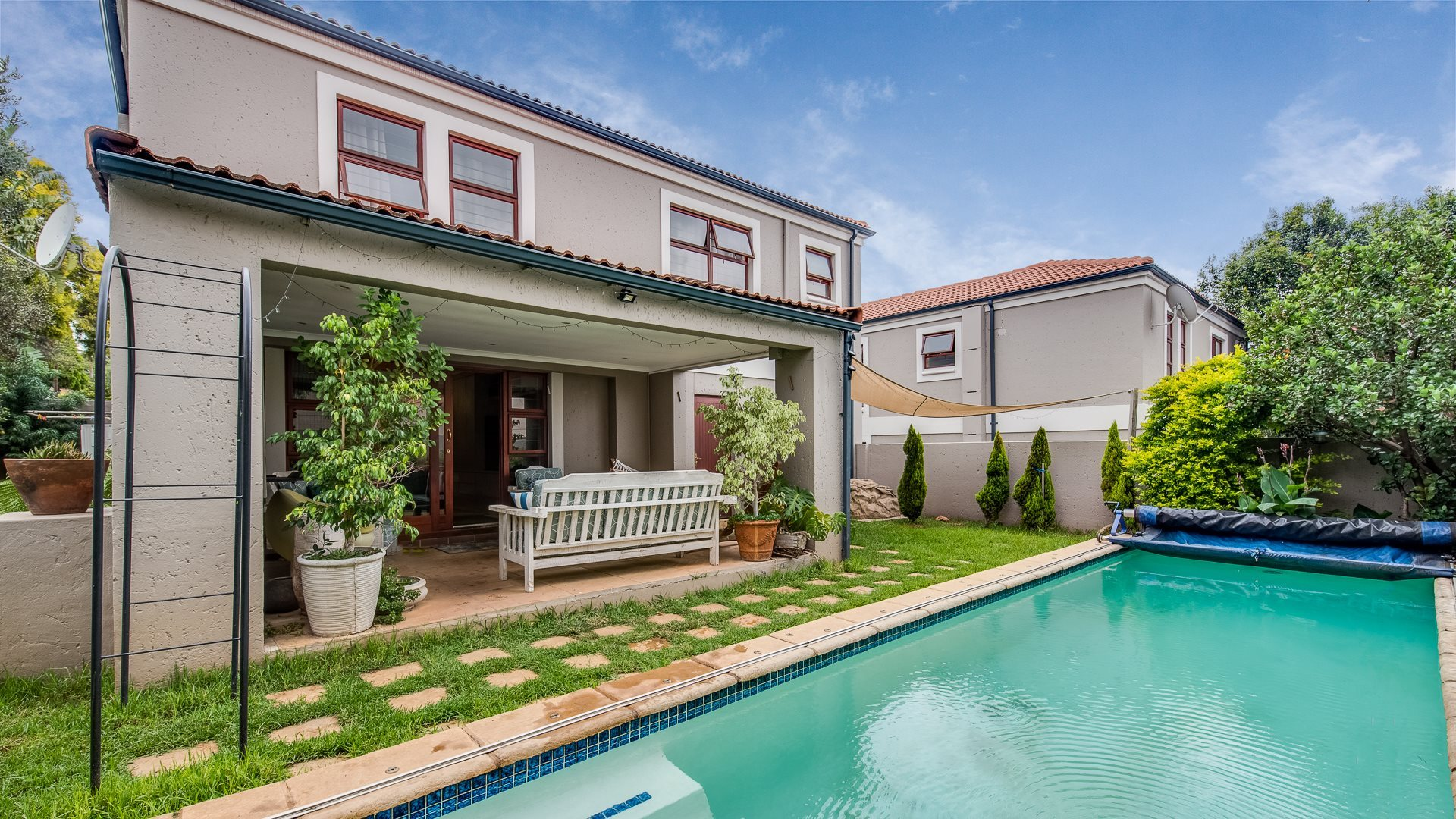 Sandton, Sunninghill Property    Houses For Sale Sunninghill, Sunninghill, Townhouse 4 bedrooms property for sale Price:2,590,000