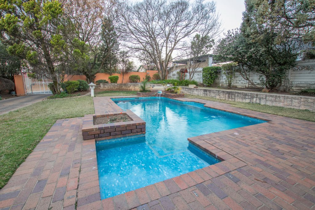 Johannesburg North property for sale. Ref No: 13540309. Picture no 18