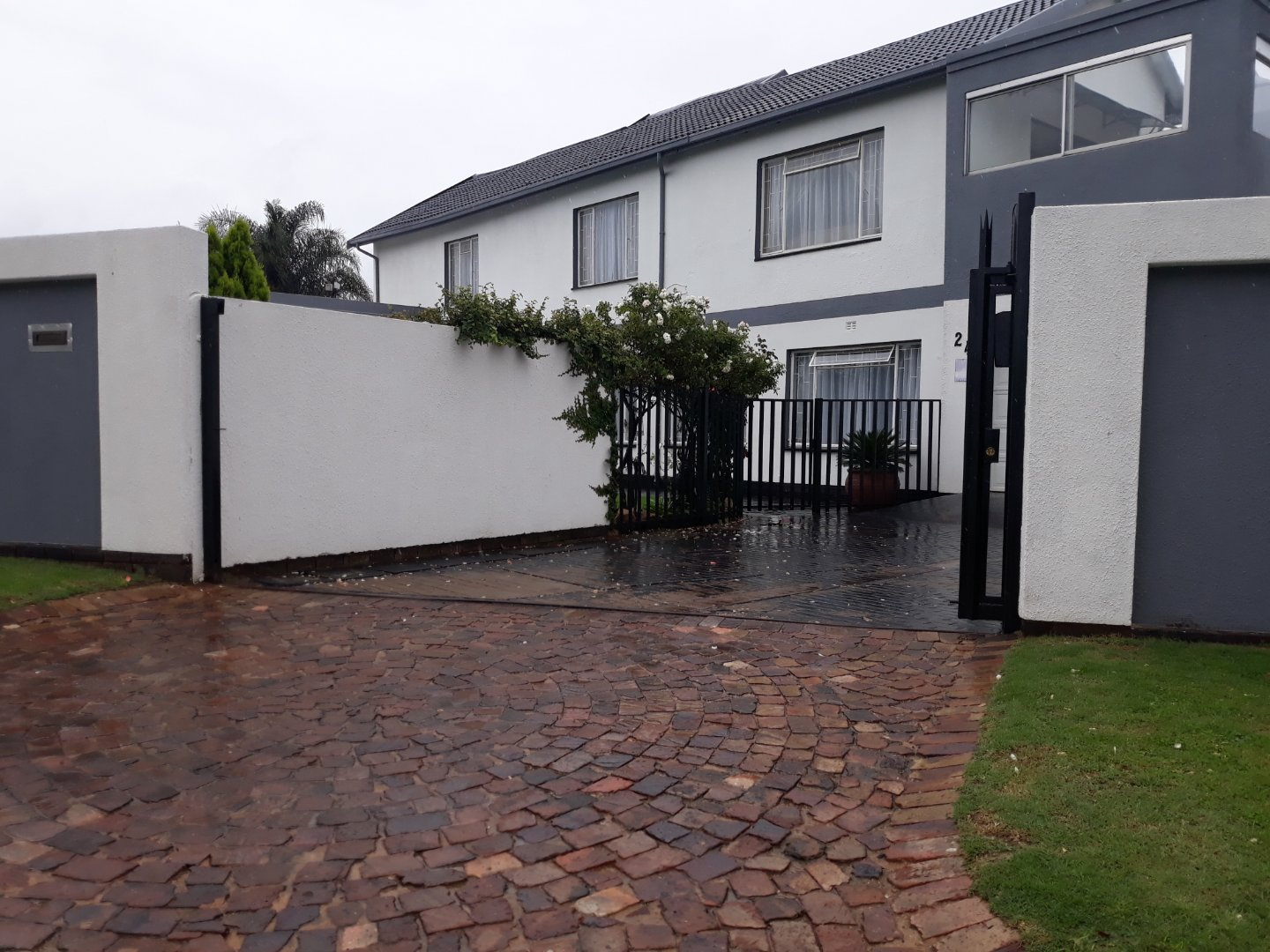 Property and Houses for sale in Verwoerdpark, House, 3 Bedrooms - ZAR 2,200,000