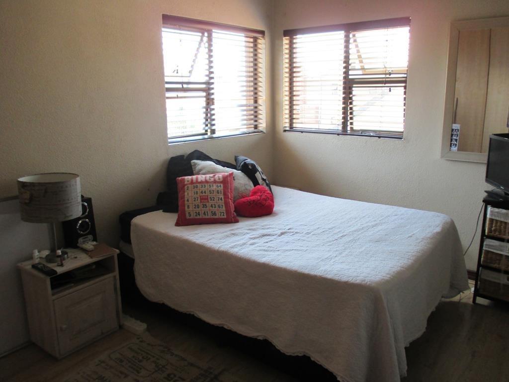 Midfield Estate property for sale. Ref No: 13537815. Picture no 10