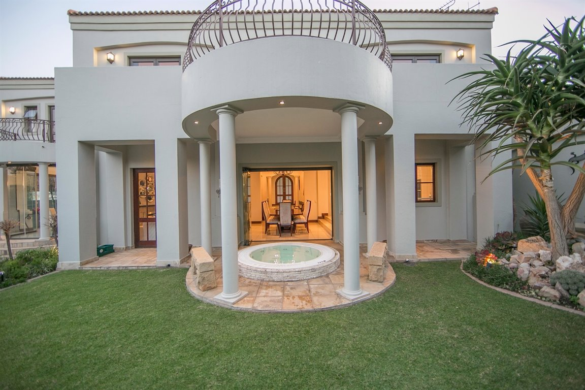 Dainfern Golf Estate property for sale. Ref No: 13290015. Picture no 34