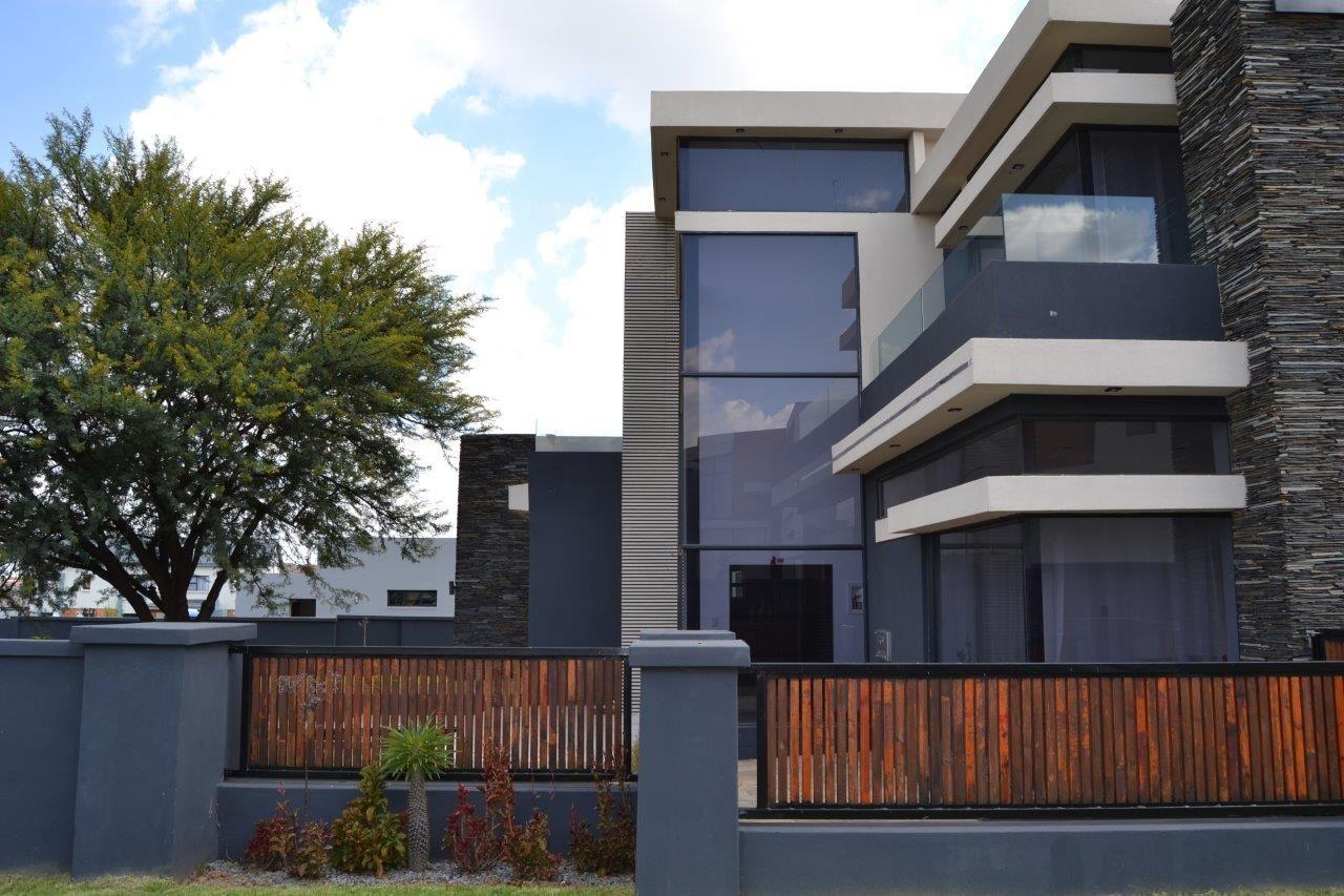 Midstream Hill Estate property for sale. Ref No: 13584239. Picture no 37