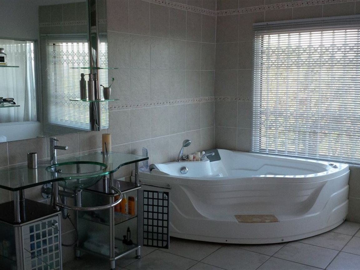 Woodgrange property for sale. Ref No: 12790650. Picture no 24