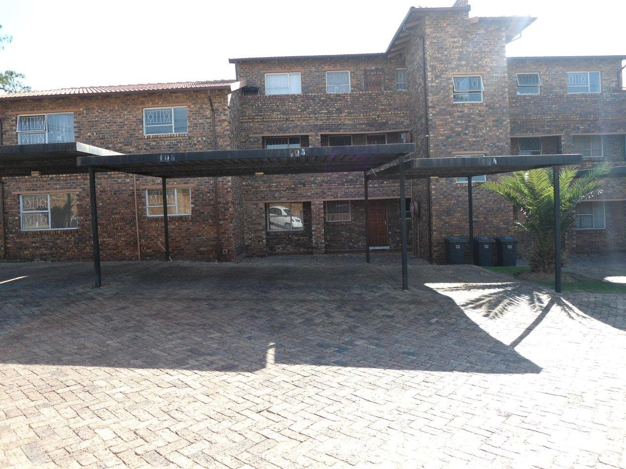 Property and Houses to rent in Buccleuch, Townhouse, 2 Bedrooms - ZAR ,  7,00*,M
