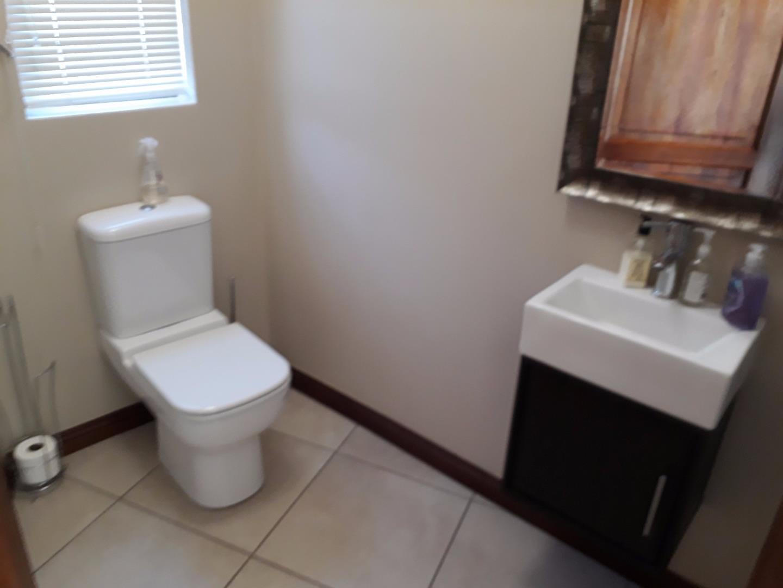 Glenvista property for sale. Ref No: 13525496. Picture no 12