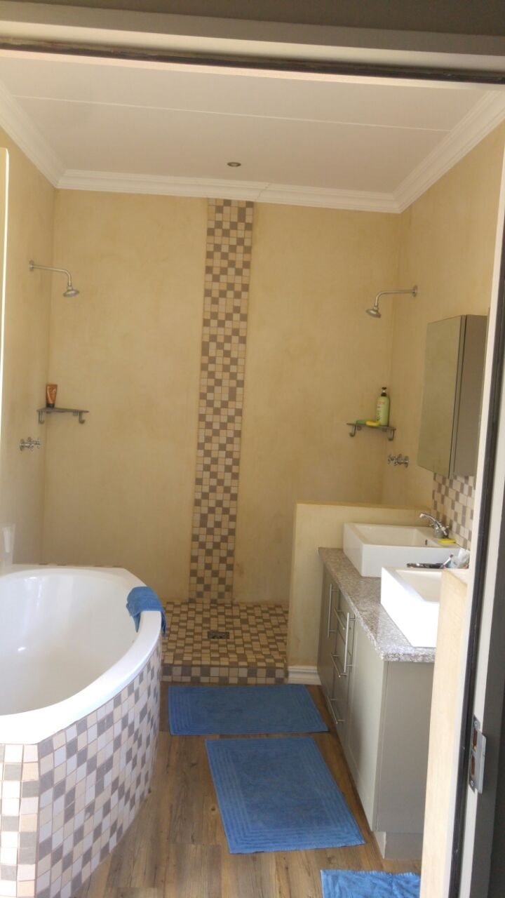 Eldo View property for sale. Ref No: 13598261. Picture no 6