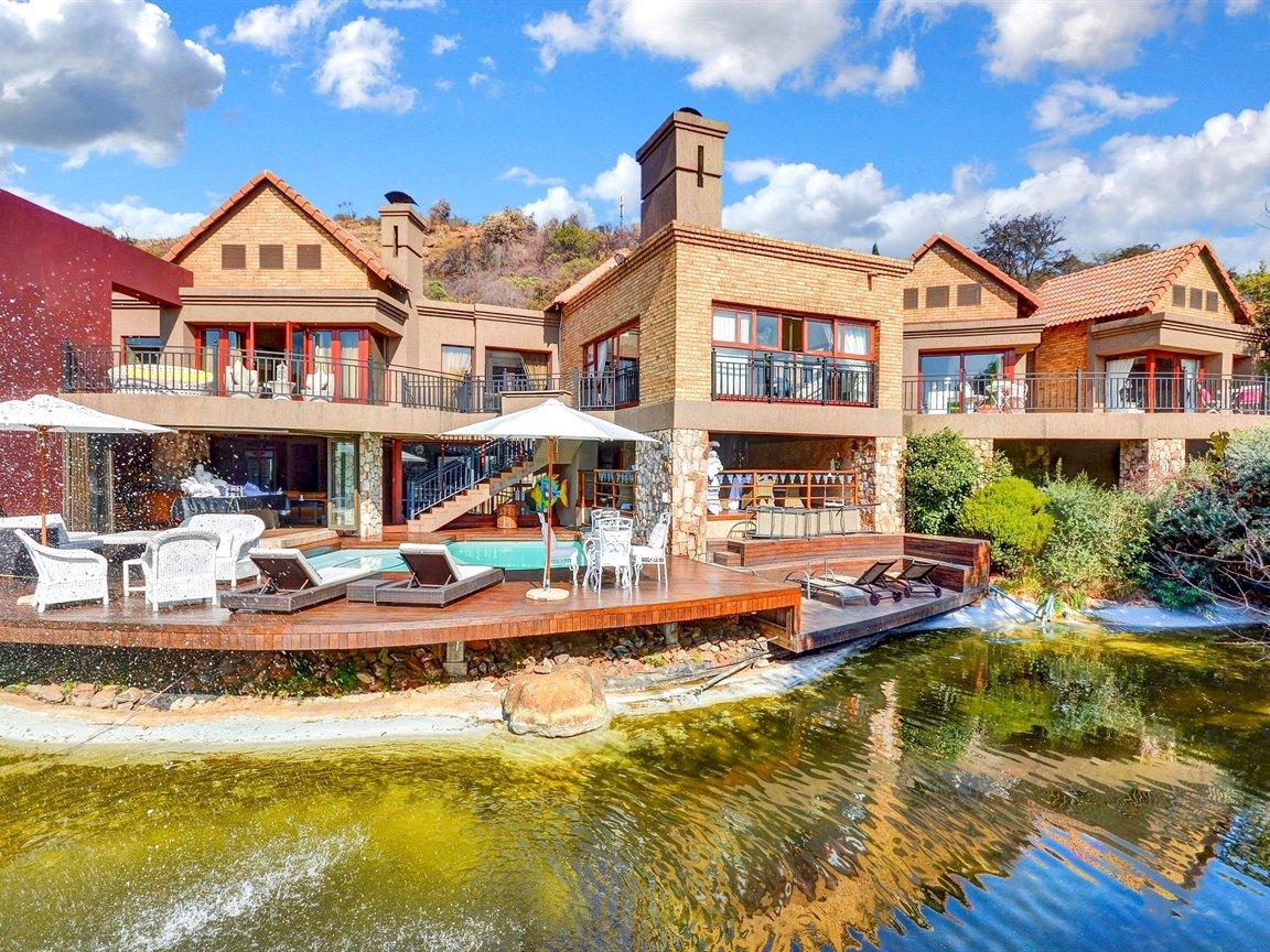 Glenvista property for sale. Ref No: 13390499. Picture no 2